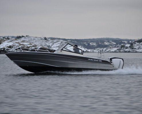 Ums 550 dc, länge 5.6 meter, breite: 2.3 meter, gewicht: 650 kg, marine grade aluminium 5083, stärke: 4 mm