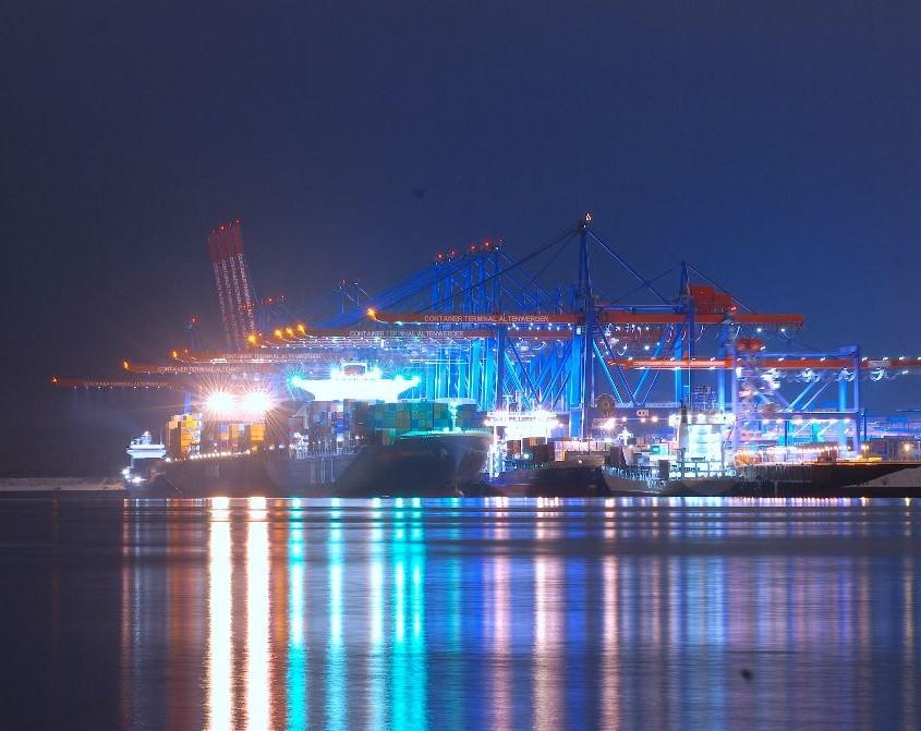 Hamburger Hafen Container Beladung