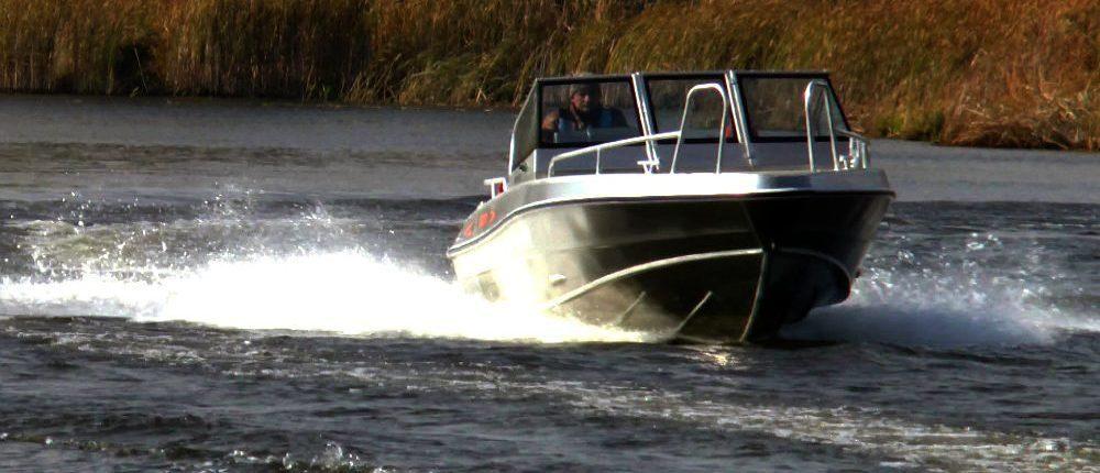 UMS Aluminiumboot fährt schnell auf Wasser